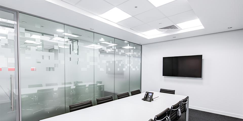 black-and-white-boardroom-ceiling-260689 kopiëren