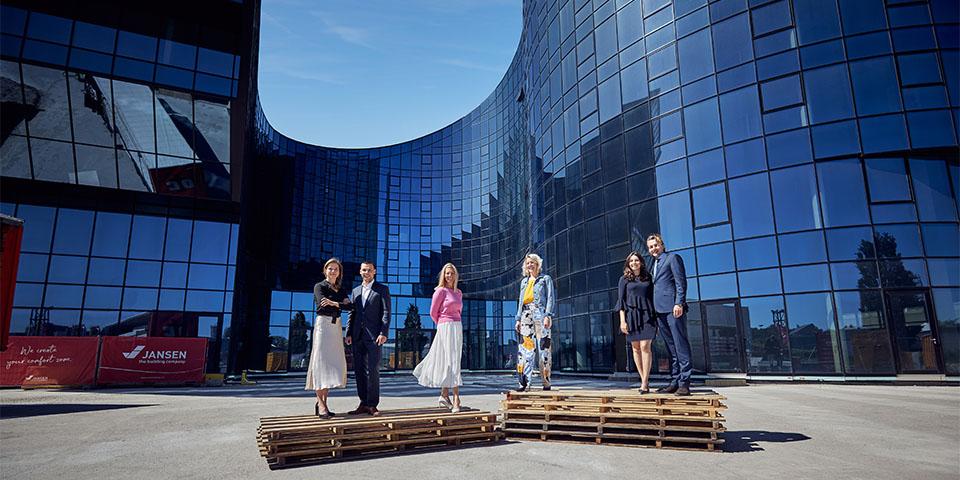 Dominique van Deth, Max van der Valk, Nadia Jansen, Sarai Bervoets, Sophie Gracia de Torres, Martien van der Valk kopiëren
